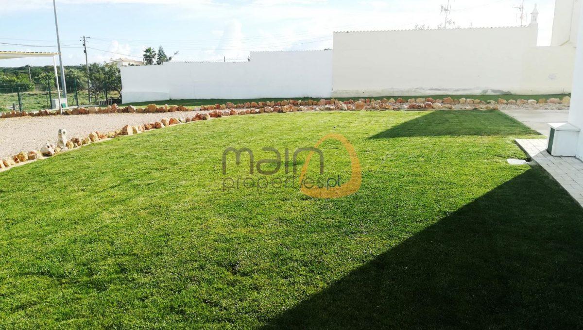 Investimento - 7 moradias e Loja no centro de Almancil RF145