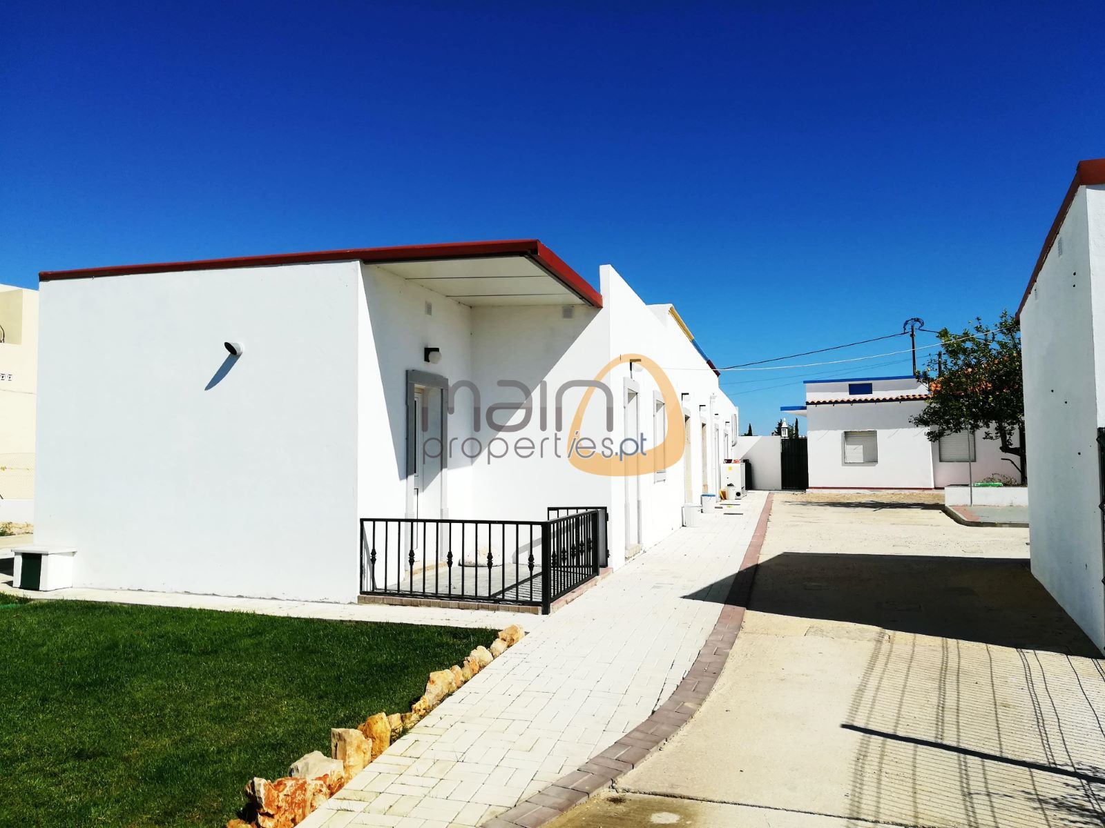 db8970d29 Investment - 7 Houses and Shop in the center of Almancil ...