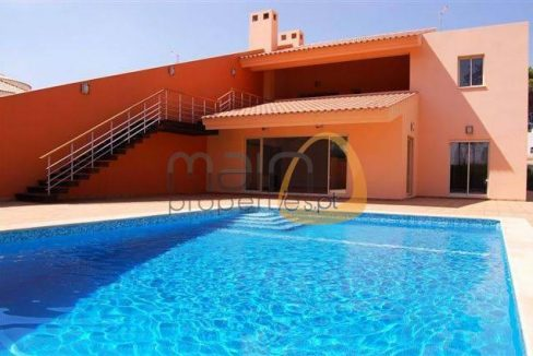 Moradia nova de 4 quartos com piscina privada em Vilamoura AA071