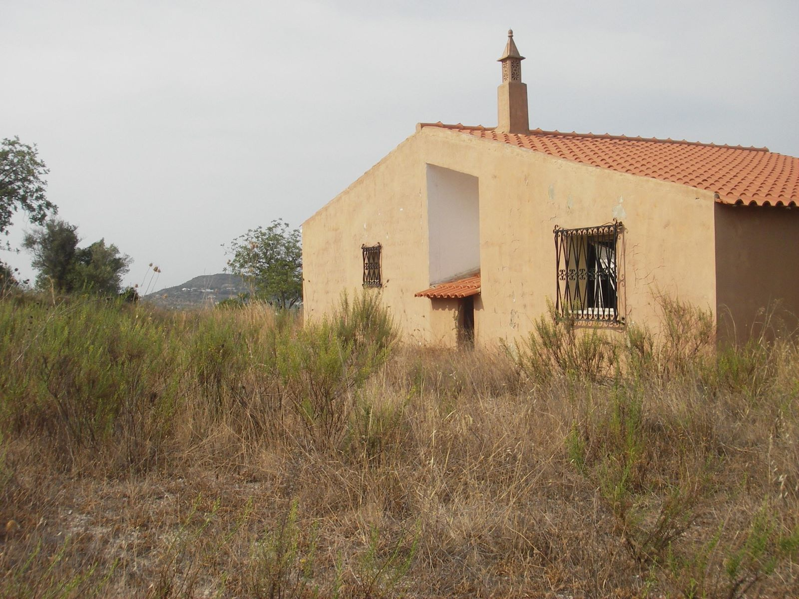 Plot with project in Santa Bárbara de Nexe for sale