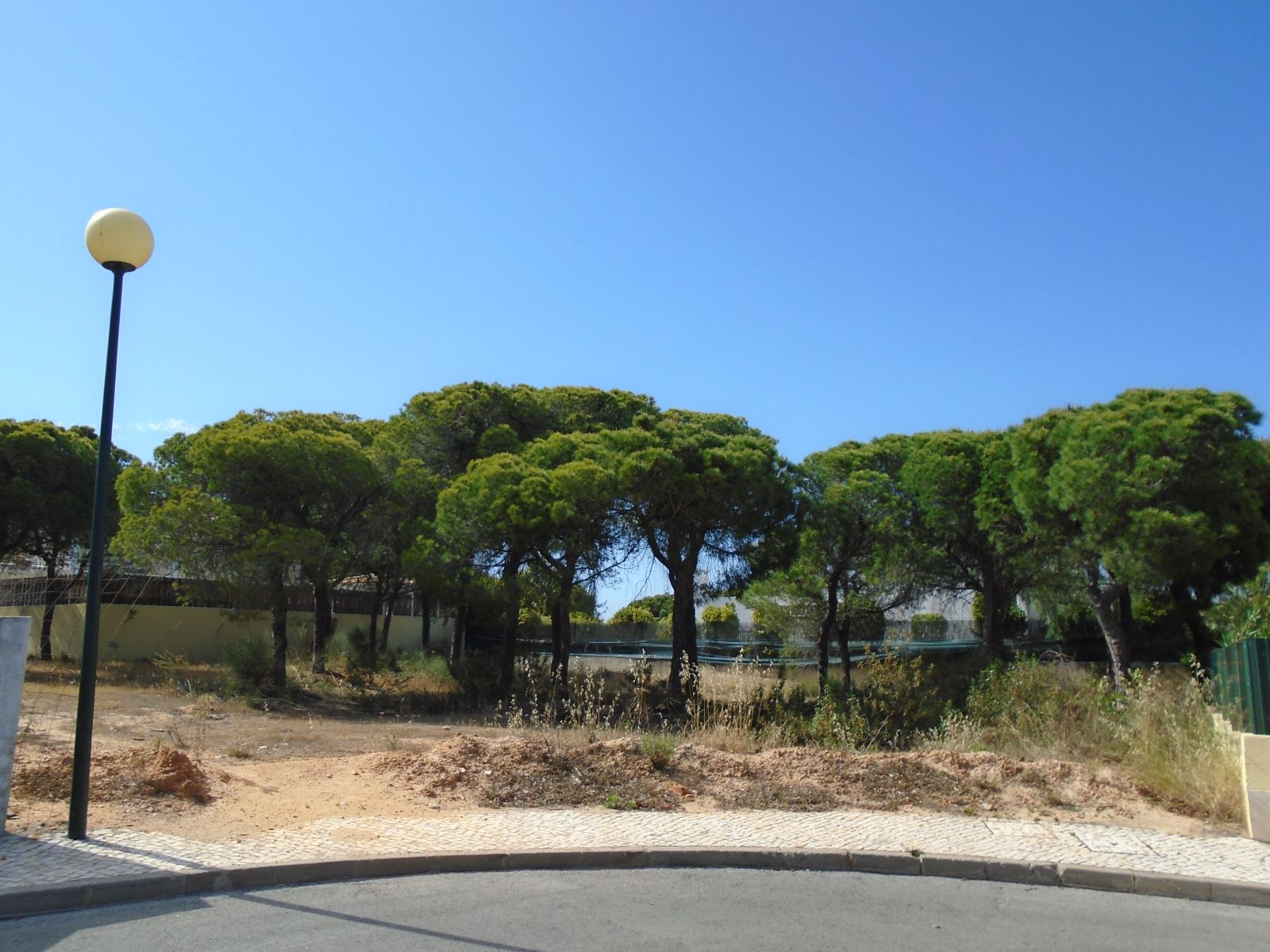 Land for Villa construction with 641m2 in Varandas do Lago