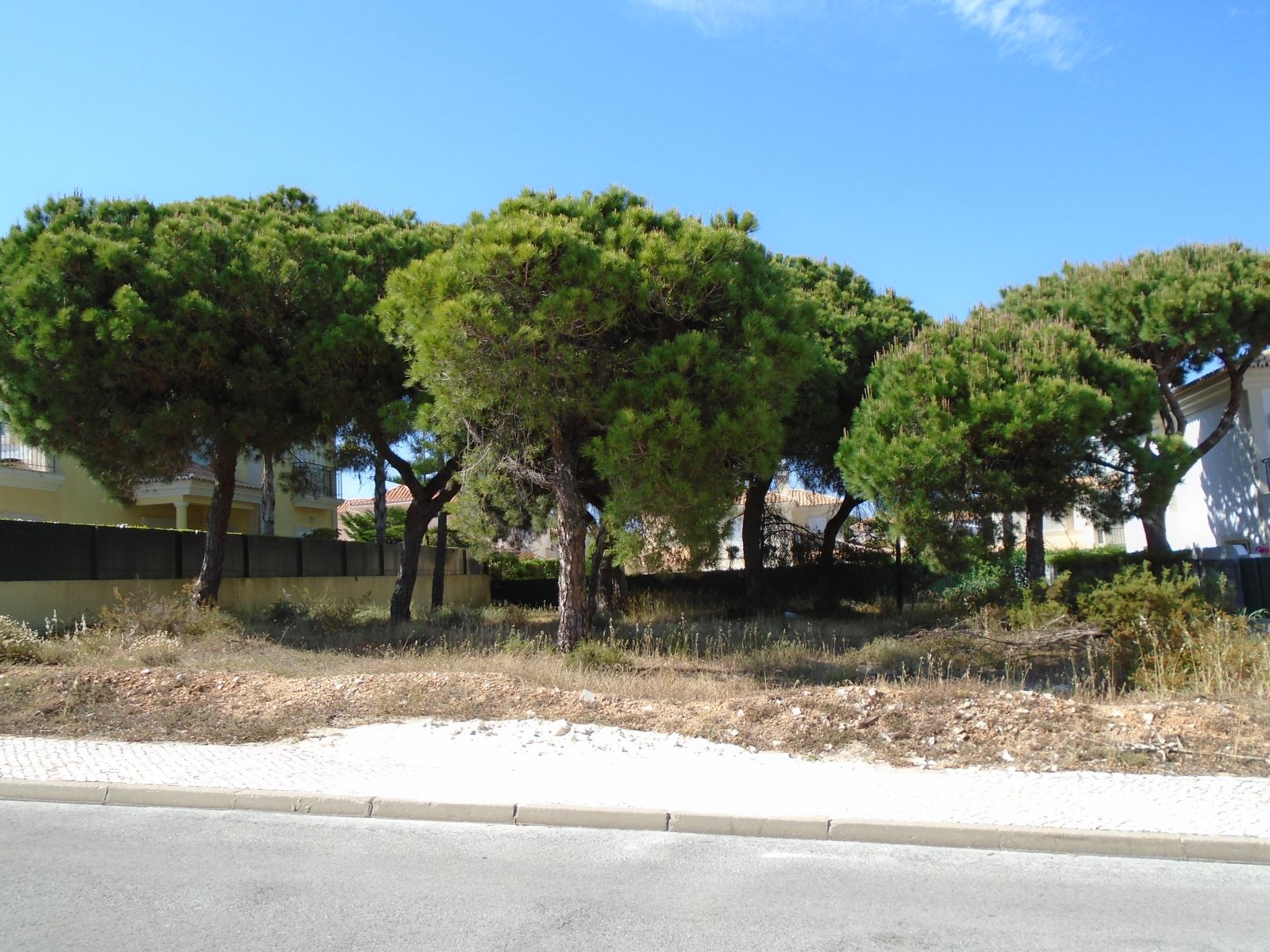 Land for Villa construction with 400m2 in Varandas do Lago