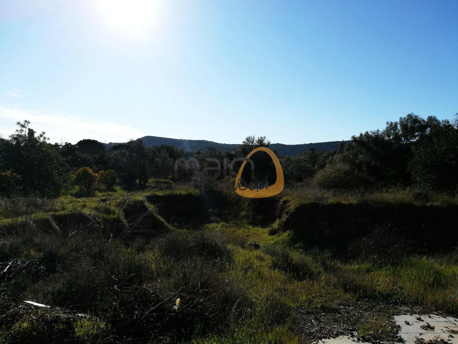 Terreno para construção de moradia próximo de Santa Bárbara de Nexe JG067