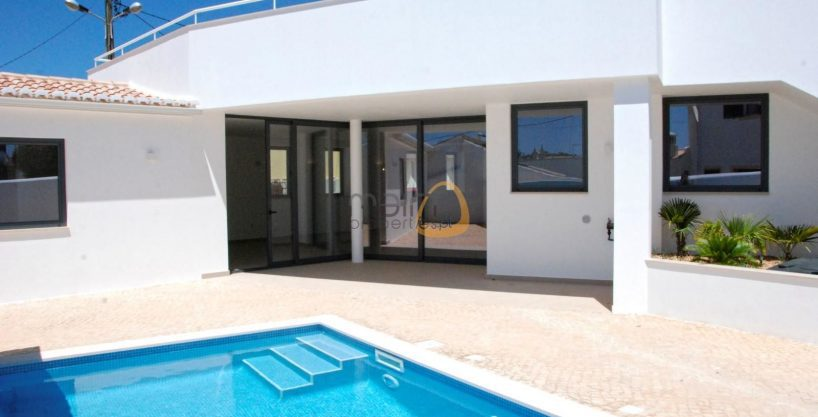 Brand New villa with 3 bedrooms, swimming pool near Lagos