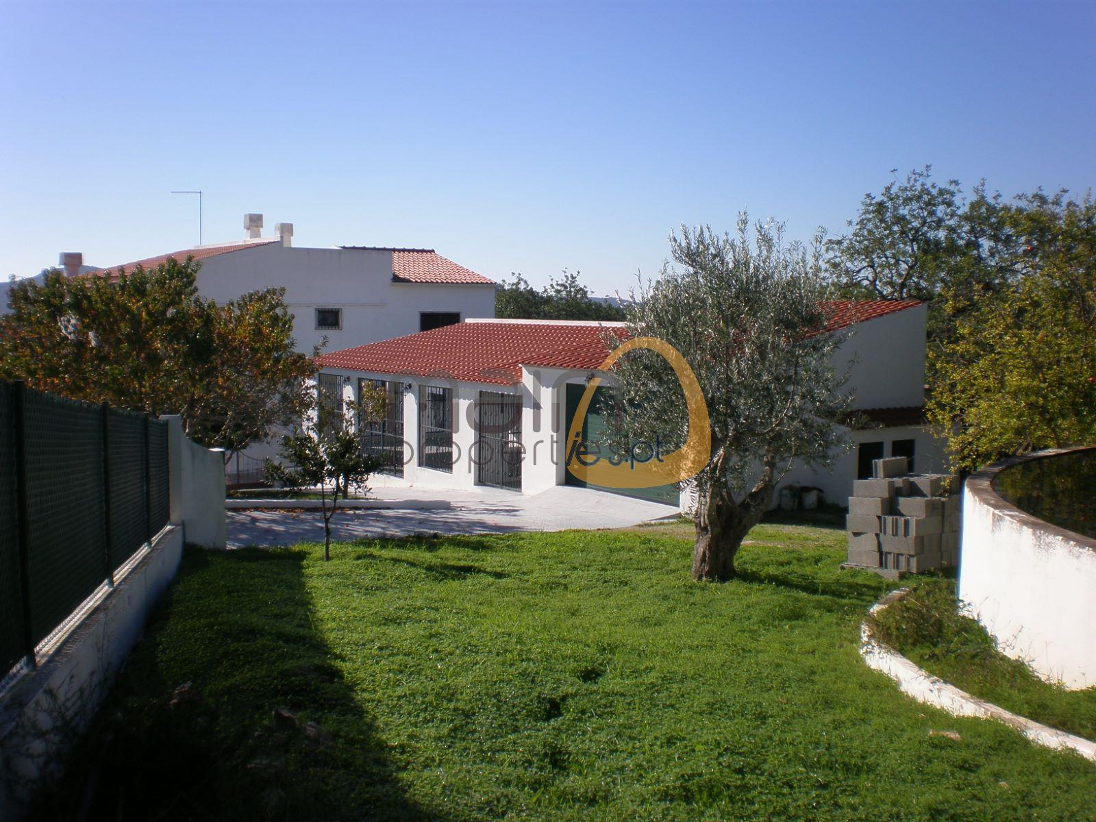 Villa with 4 bedrooms in big plot near Loulé