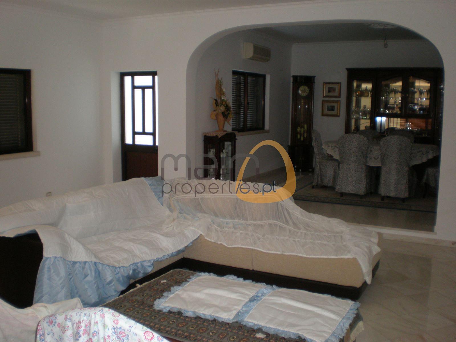 Moradia com 4 quartos num grande lote próxima de Loulé JG041