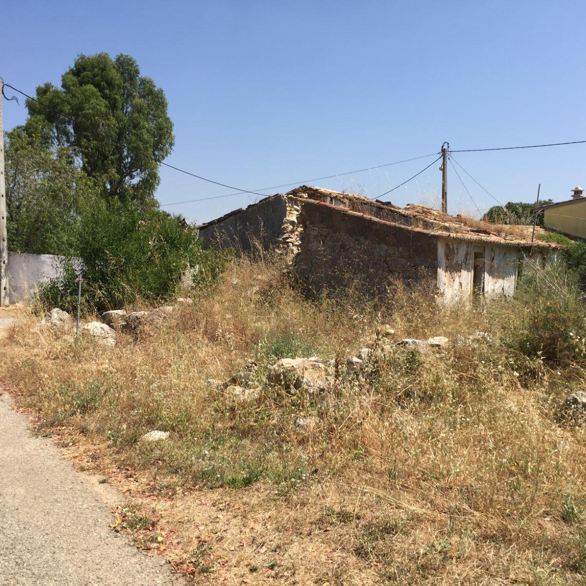 Terreno com ruína próximo de Estói PC285