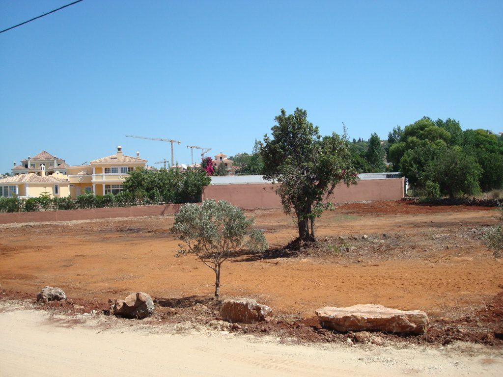 Land for construction of villa up to 450 sqm in Almancil – Vale Formoso