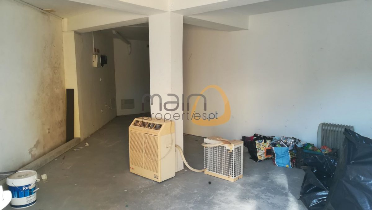 Investimento - 6 lojas e 4 apartamentos em rua principal de Almancil RF146
