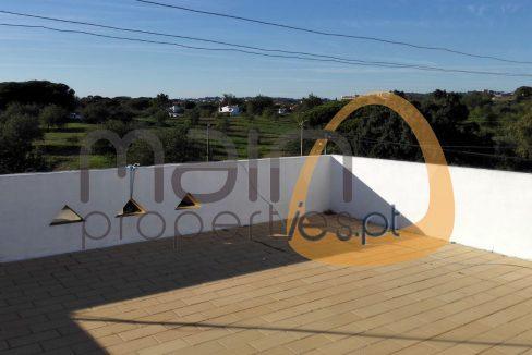 Investimento - Restaurante e Apartamentos com 1000 m2 próximo de Almancil AA069