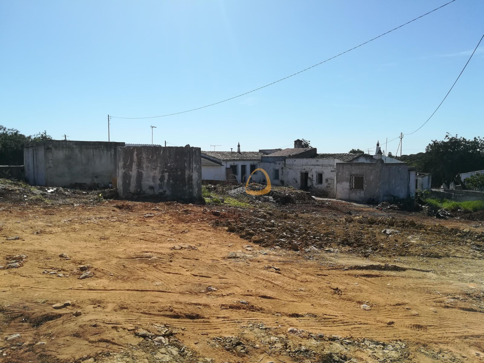 Land with house to renew or build a brand new one until 300 sqm in Almancil