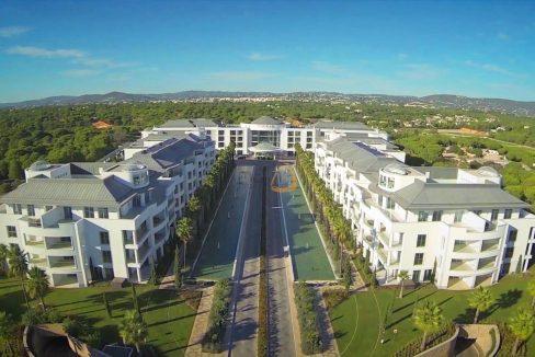 Apartamento com 2 quartos como novo no centro de Almancil RF165