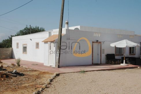 2 moradias com 3 quartos cada próximo de Santa Bárbara de Nexe MP104PG