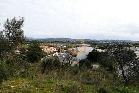 Lote para construção de moradia com vistas abertas em Algoz PC304