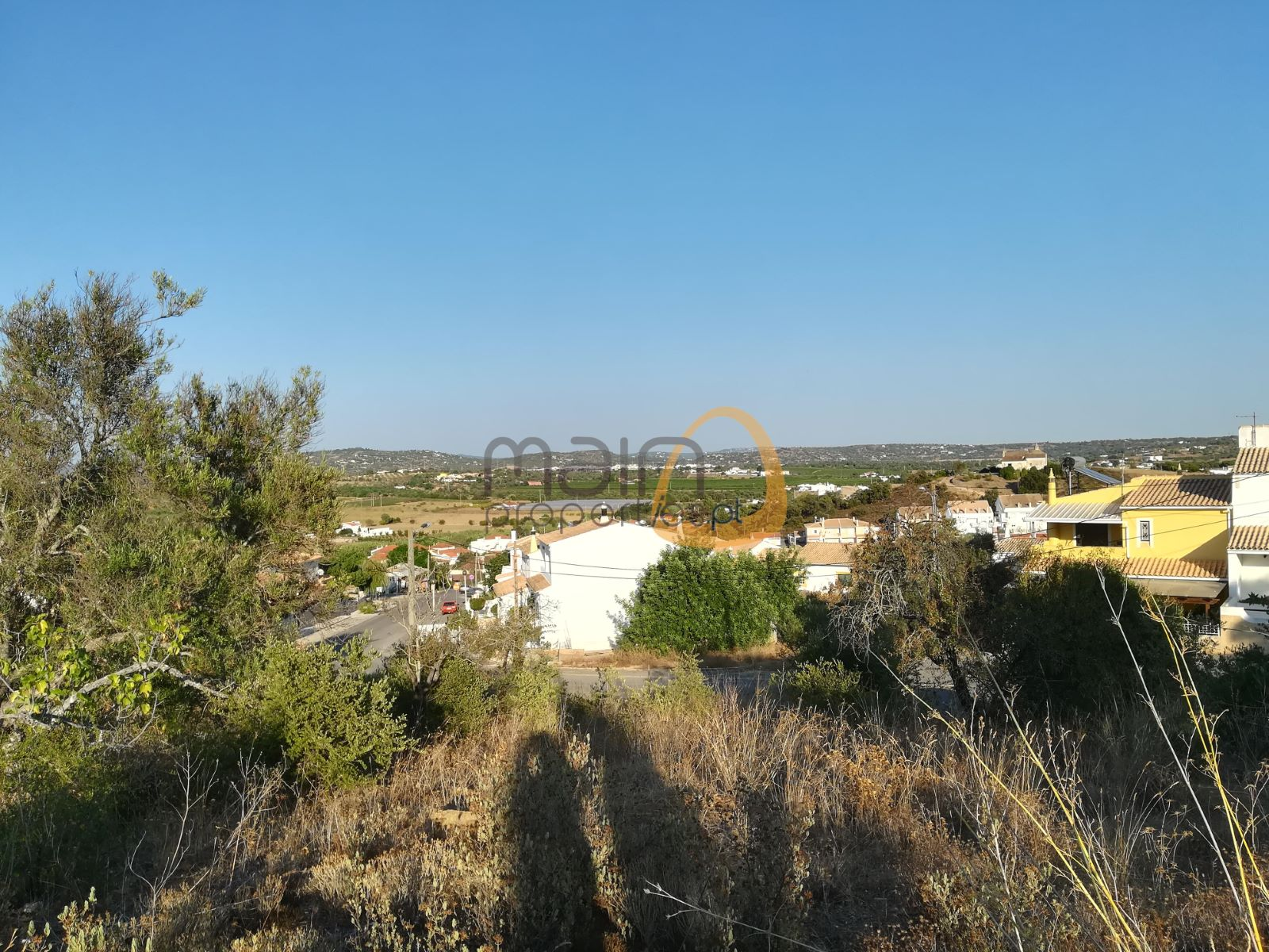 Plot for construction of house with open views in Algoz