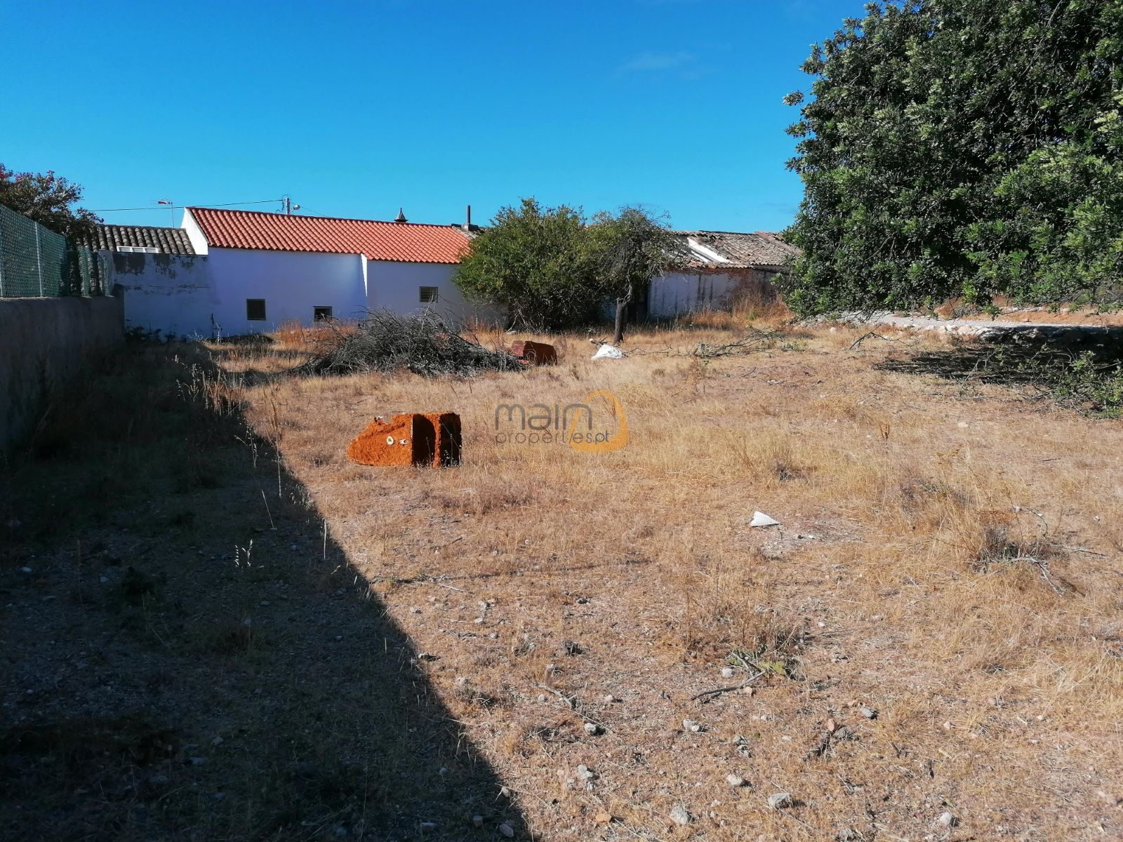 Land with project approved for 4 bedroom villa in Boliqueime