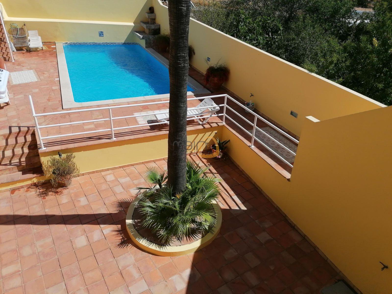 Apartamento com 1 quarto com piscina no centro de Boliqueime