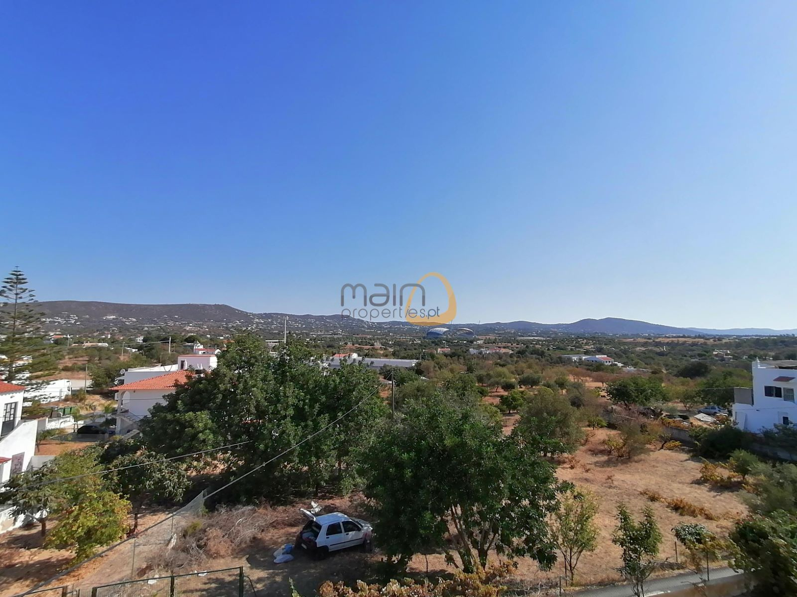 "OPPORTUNITY – 5 bedroom villa with 2 ""apartments"", between Loulé, Almancil and Faro"