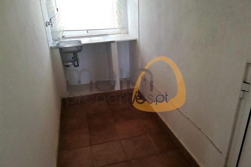 Moradia com 3 quartos e 3 apartamentos com 1 quarto cada no centro de Almancil RU117ZF