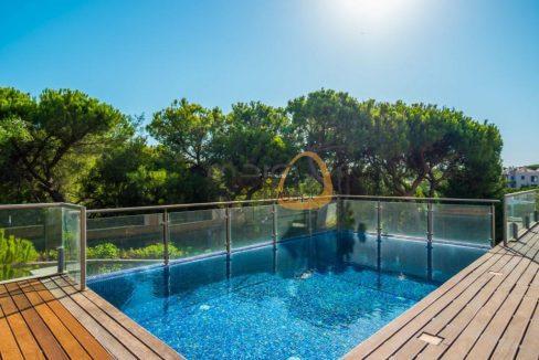 Apartamento com 2 quartos com piscina privada em Vale do Lobo RU113ZF