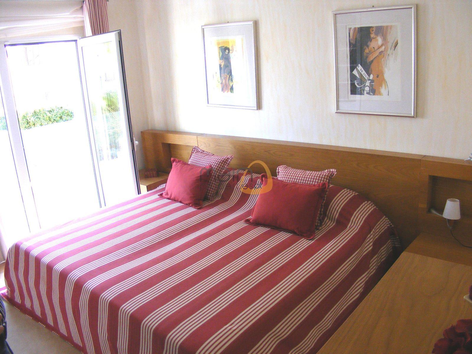 Moradia com 4 quartos próxima da praia em Vale do Lobo 01.0513