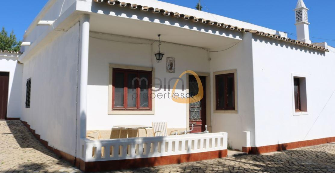 Charming villa with 5 bedrooms in Estói – Faro