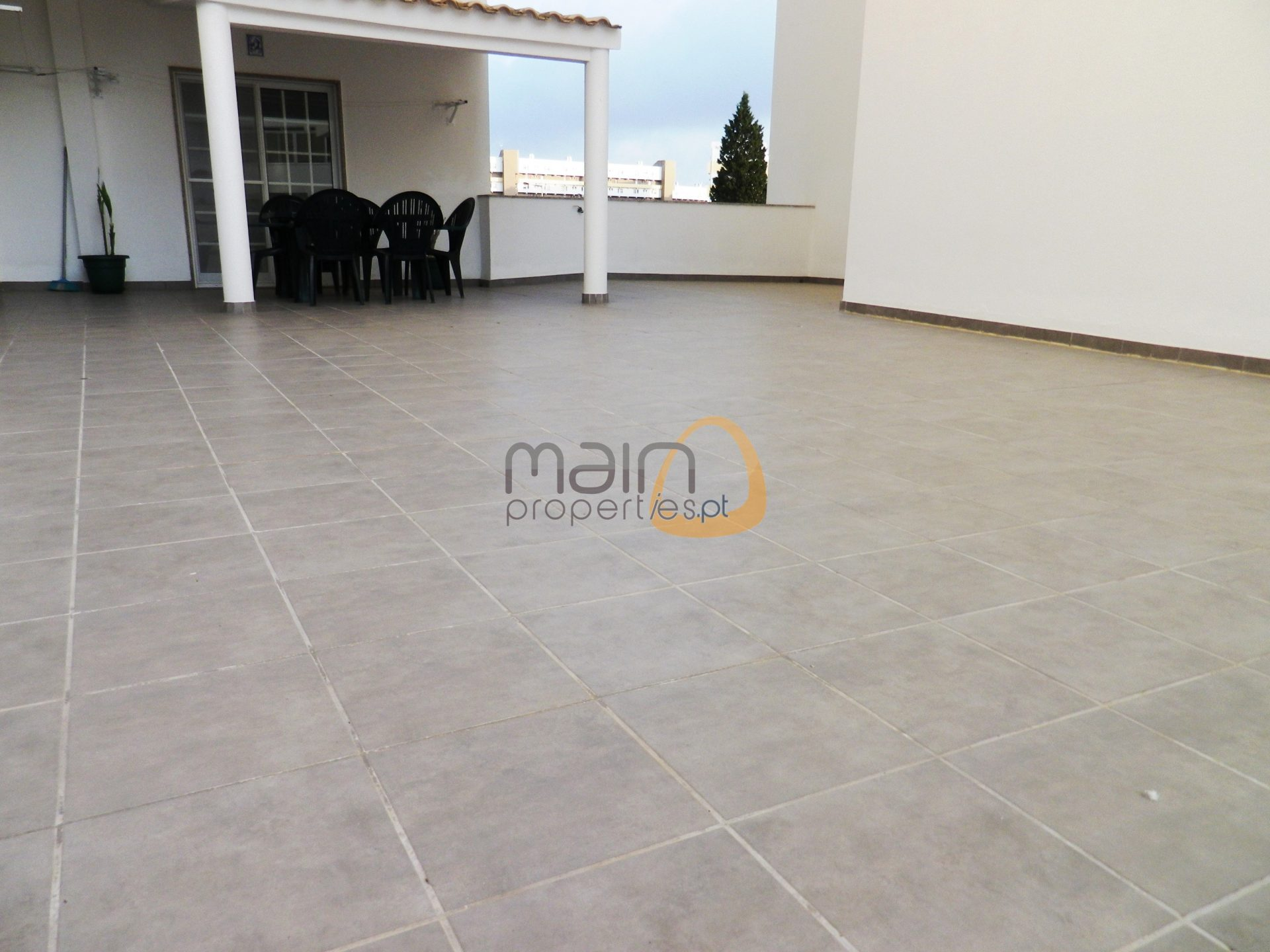 Apartment with 4 bedrooms, large terrace, in the center of Faro