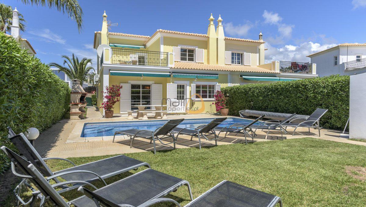 [:pt]villa-in-quinta-jacintina-golden-triangle-algarve-portugal-01[:en]4 bedroom linked villa with private pool at Quinta Jacintina : Golden Triangle : Almancil : Algarve : Portugal :: Garden and Pool :: MainProperties :: PC356[:]