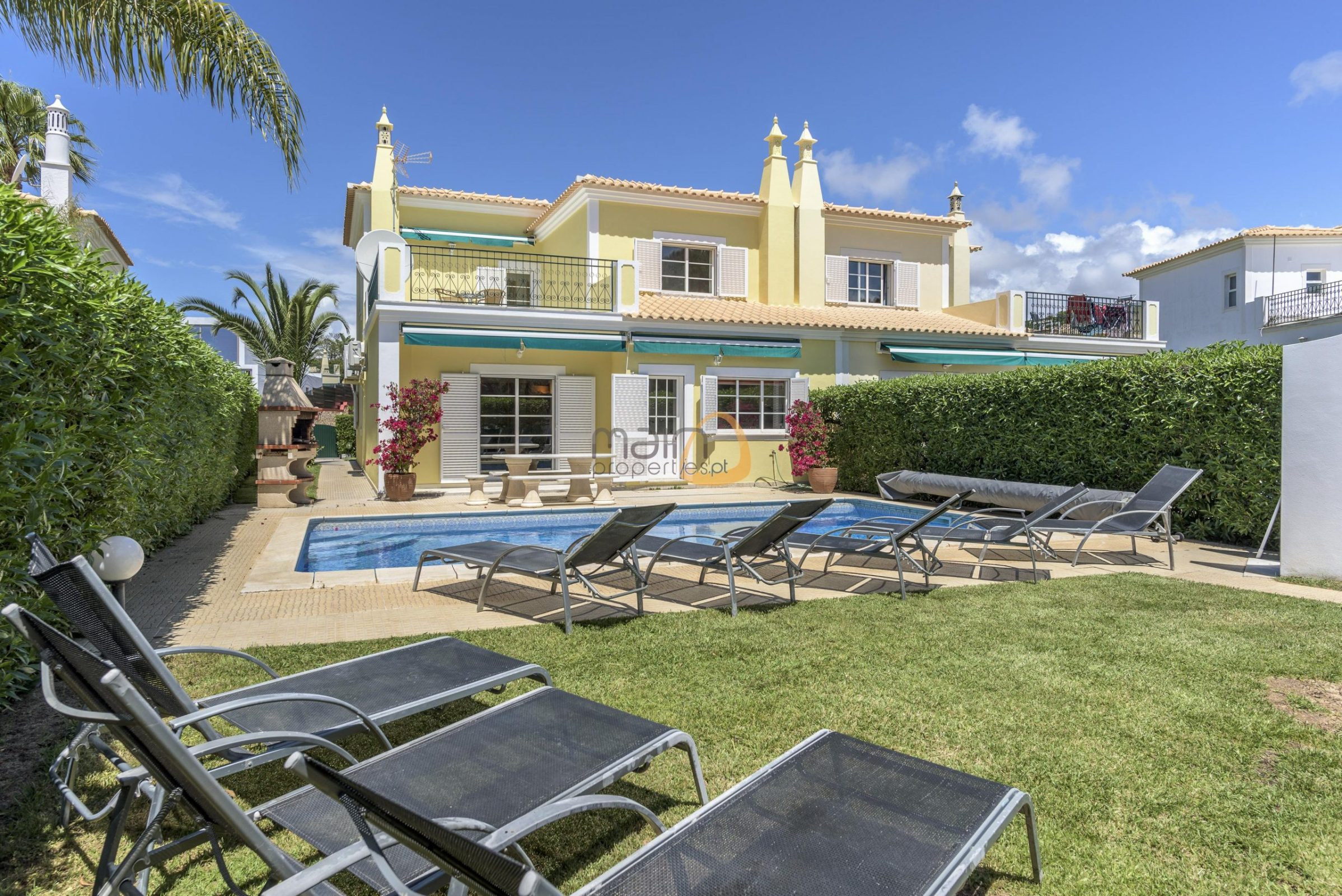 4 bedroom linked villa with private pool at Quinta Jacintina : Golden Triangle : Almancil : Algarve : Portugal :: Garden and Pool :: MainProperties :: PC356