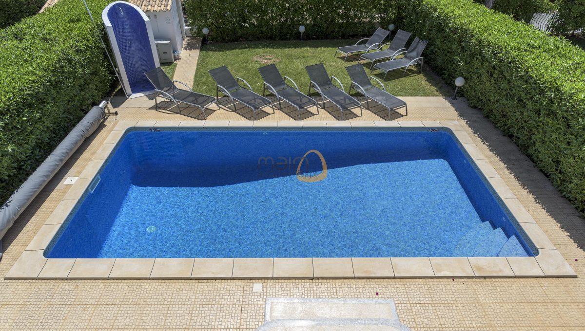 [:pt]villa-in-quinta-jacintina-golden-triangle-algarve-portugal-03[:en]4 bedroom linked villa with private pool at Quinta Jacintina : Golden Triangle : Almancil : Algarve : Portugal :: Pool 1 :: MainProperties :: PC356[:]