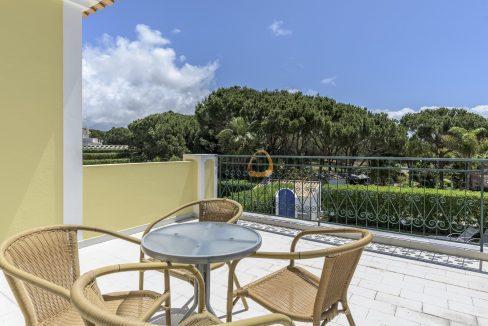 [:pt]villa-in-quinta-jacintina-golden-triangle-algarve-portugal-04[:en]4 bedroom linked villa with private pool at Quinta Jacintina : Golden Triangle : Almancil : Algarve : Portugal :: Terrace :: MainProperties :: PC356[:]