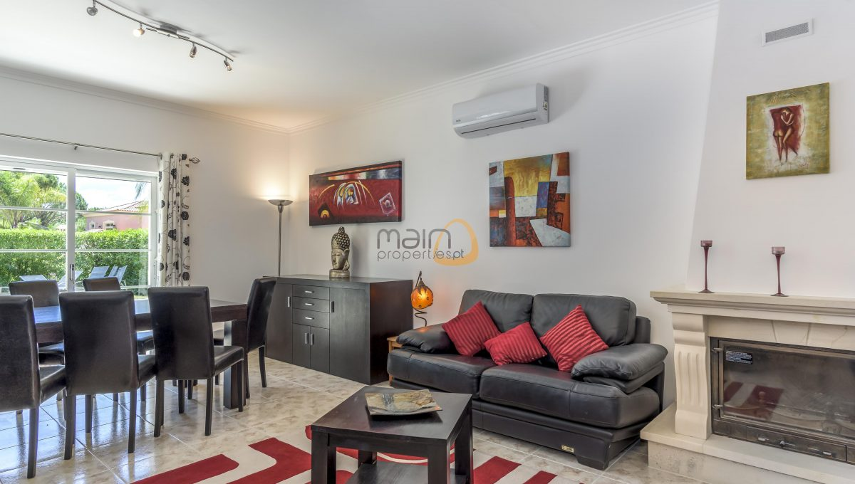 [:pt]villa-in-quinta-jacintina-golden-triangle-algarve-portugal-05[:en]4 bedroom linked villa with private pool at Quinta Jacintina : Golden Triangle : Almancil : Algarve : Portugal :: Living Room :: MainProperties :: PC356[:]