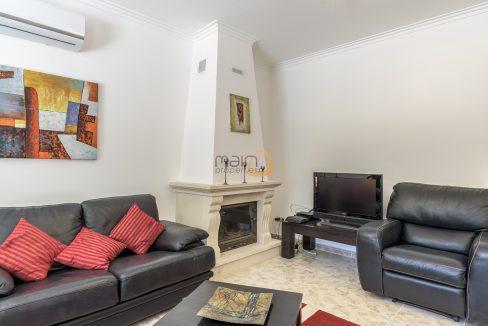 [:pt]villa-in-quinta-jacintina-golden-triangle-algarve-portugal-06[:en]4 bedroom linked villa with private pool at Quinta Jacintina : Golden Triangle : Almancil : Algarve : Portugal :: Living Room 1 :: MainProperties :: PC356[:]