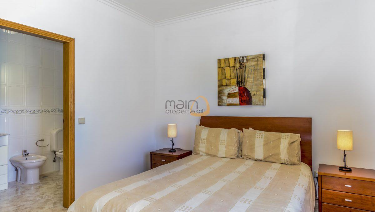 [:pt]villa-in-quinta-jacintina-golden-triangle-algarve-portugal-08[:en]4 bedroom linked villa with private pool at Quinta Jacintina : Golden Triangle : Almancil : Algarve : Portugal :: Bedroom :: MainProperties :: PC356[:]