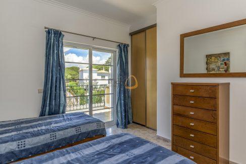 [:pt]villa-in-quinta-jacintina-golden-triangle-algarve-portugal-11[:en]4 bedroom linked villa with private pool at Quinta Jacintina : Golden Triangle : Almancil : Algarve : Portugal :: Bedroom 3 :: MainProperties :: PC356[:]