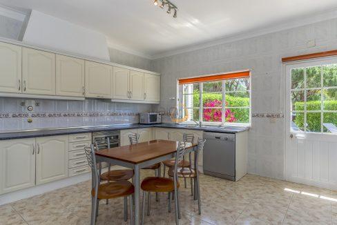 [:pt]villa-in-quinta-jacintina-golden-triangle-algarve-portugal-12[:en]4 bedroom linked villa with private pool at Quinta Jacintina : Golden Triangle : Almancil : Algarve : Portugal :: Kitchen :: MainProperties :: PC356[:]