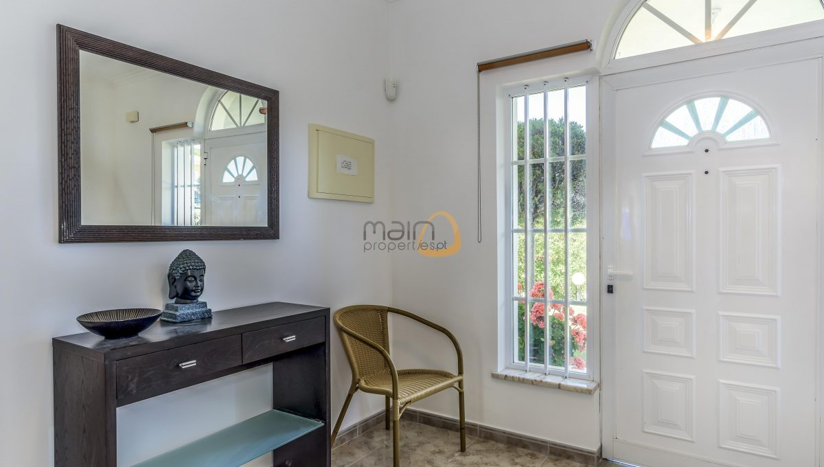 [:pt]villa-in-quinta-jacintina-golden-triangle-algarve-portugal-13[:en]4 bedroom linked villa with private pool at Quinta Jacintina : Golden Triangle : Almancil : Algarve : Portugal :: Hall :: MainProperties :: PC356[:]