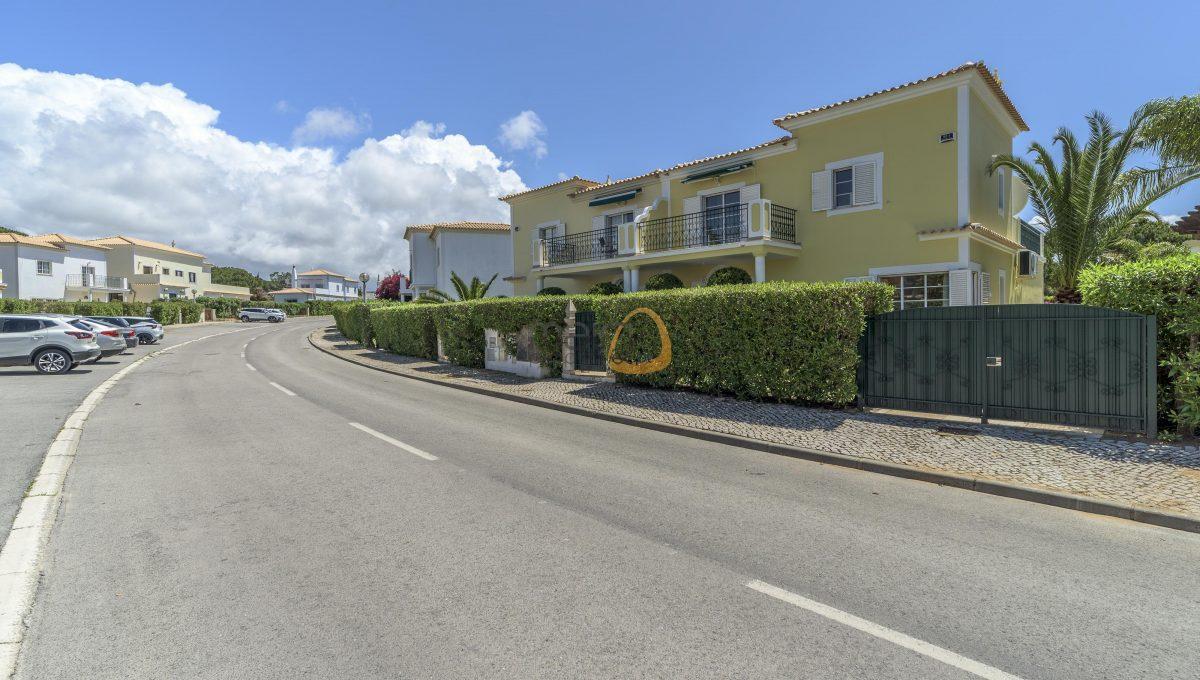 [:pt]villa-in-quinta-jacintina-golden-triangle-algarve-portugal-15[:en]4 bedroom linked villa with private pool at Quinta Jacintina : Golden Triangle : Almancil : Algarve : Portugal :: Outside Entrance :: MainProperties :: PC356[:]