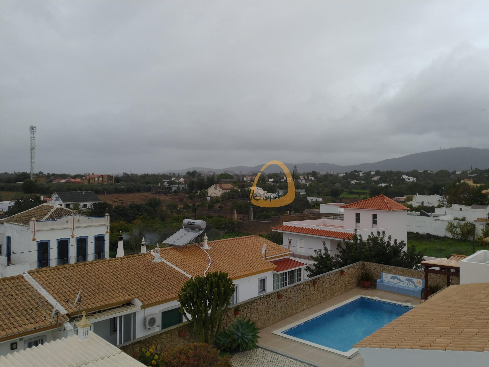 Villa with 5 bedrooms + office with open views in Quelfes – Olhão