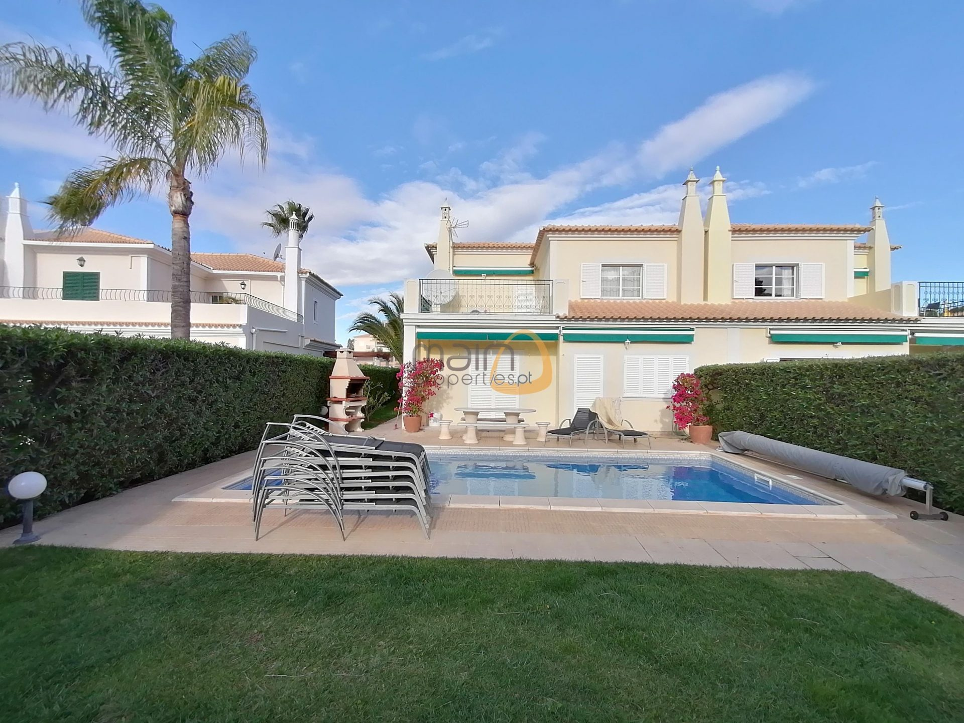 4 bedroom linked villa with private pool in Quinta Jacintina