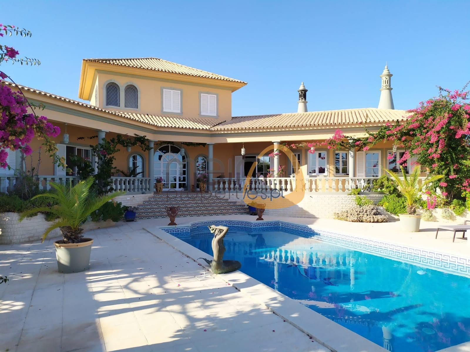 Typical 4 bedroom Algarve style Villa, with guest house, in Boliqueime.