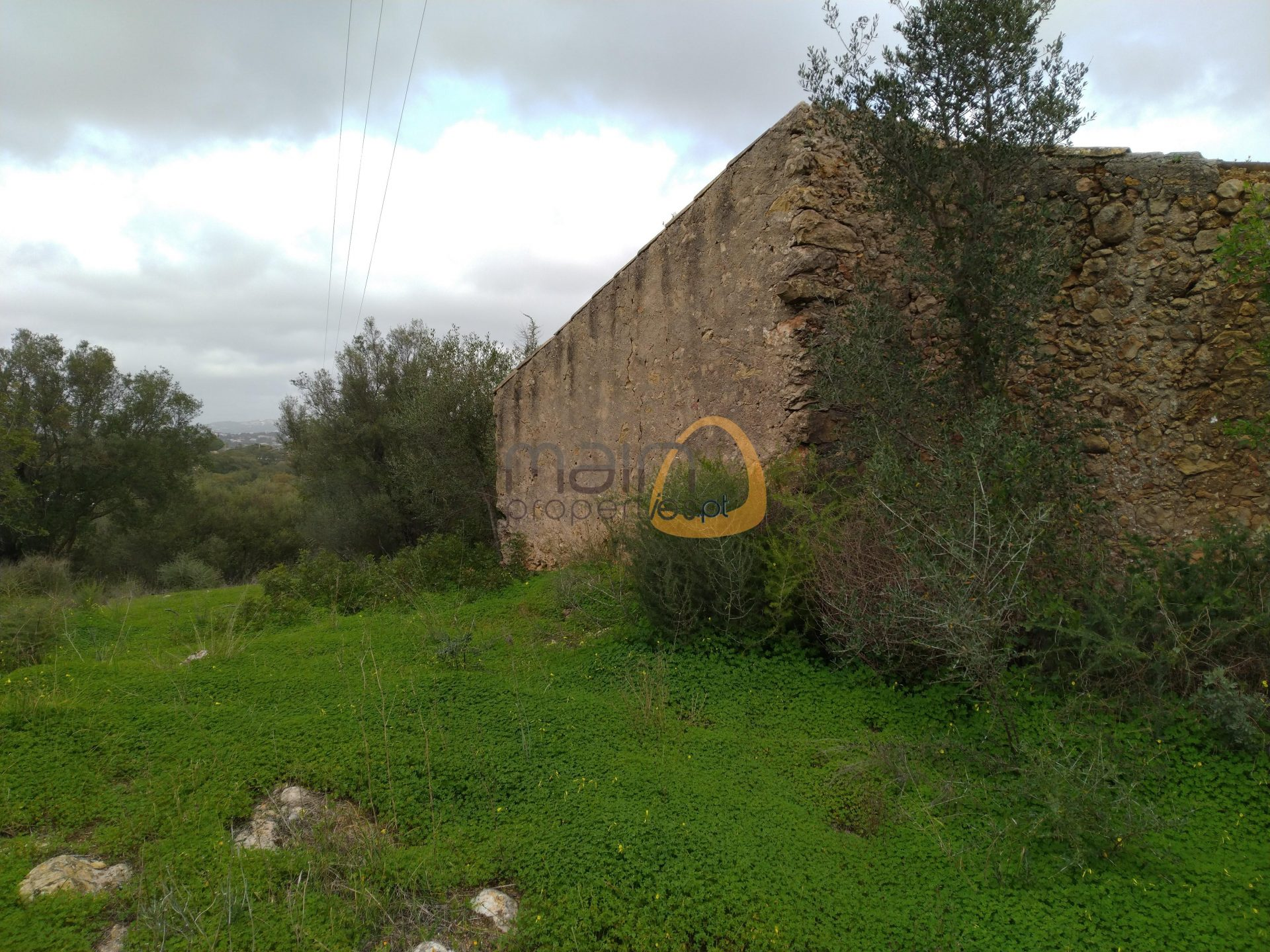Plot with ruin in a quiet area between Almancil and Quarteira