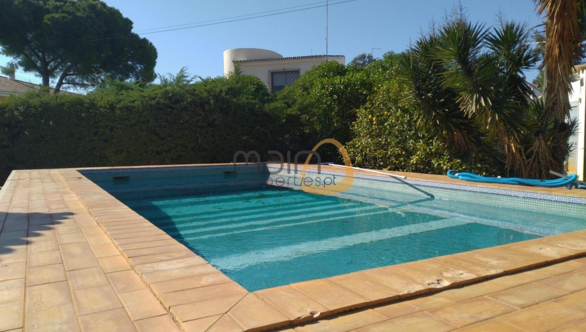 3 bedroom villa with private pool in Loulé.