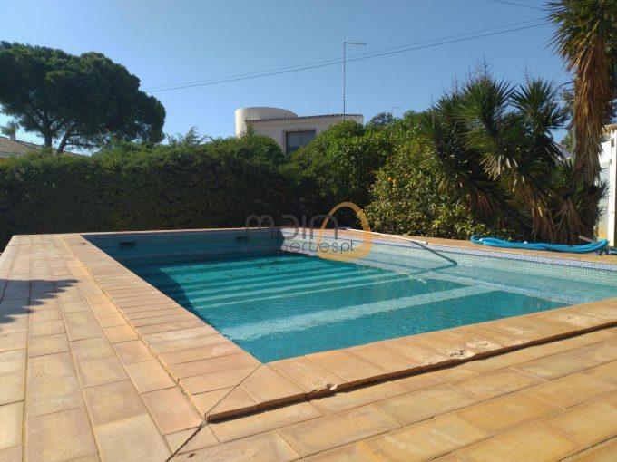 Moradia de 3 quartos com piscina privada em Loulé.