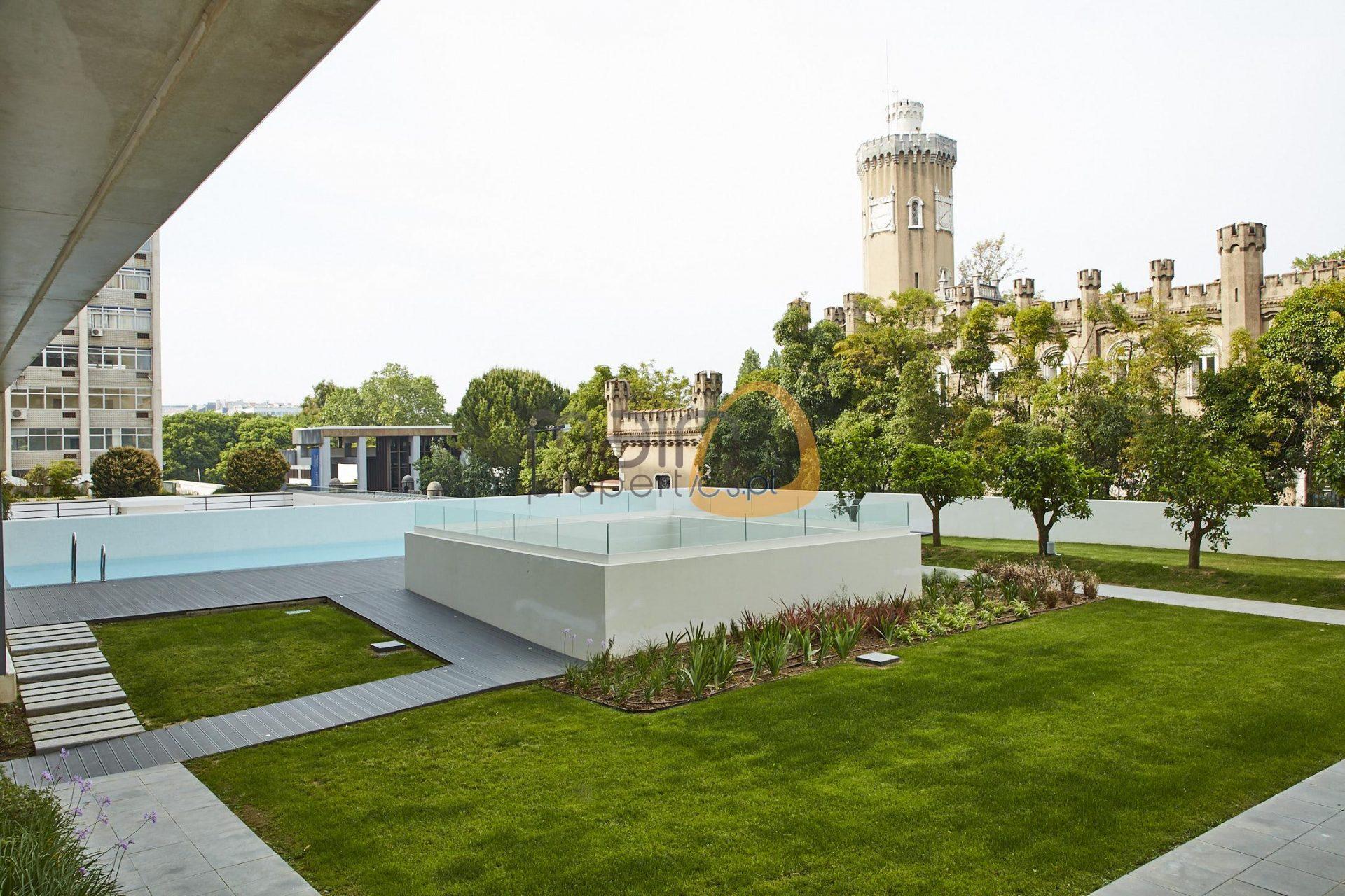 Jardim e Piscina - Condomínio