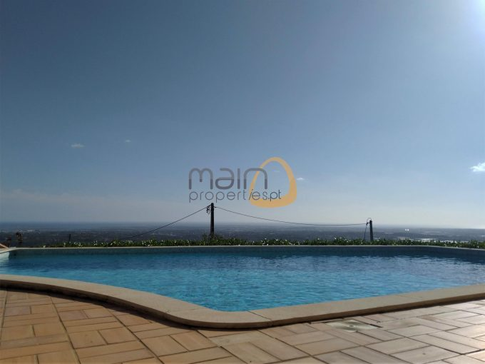 Moradia com 3 quartos, piscina privada e vista mar em Estói - piscina