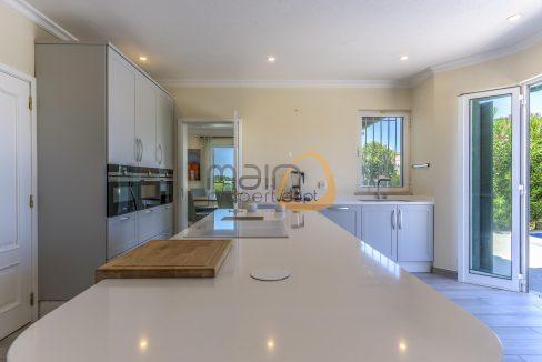 luxury-villa-in-vale-do-lobo-golden-triangle-algarve-portugal-with-sea-view-011