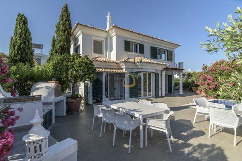 [:pt]luxury-villa-in-vale-do-lobo-golden-triangle-algarve-portugal-with-sea-view-020[:en]3 bedroom villa with sea view in Vale do Lobo :: Front 1 :: MainProperties :: PC357[:]