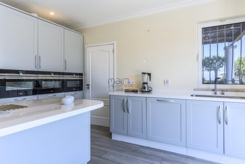 [:pt]luxury-villa-in-vale-do-lobo-golden-triangle-algarve-portugal-with-sea-view-022[:en]3 bedroom villa with sea view in Vale do Lobo :: Kitchen 3 :: MainProperties :: PC357[:]