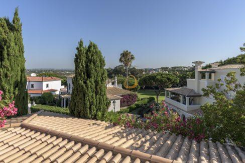 [:pt]luxury-villa-in-vale-do-lobo-golden-triangle-algarve-portugal-with-sea-view-023[:en]3 bedroom villa with sea view in Vale do Lobo :: Golf Views :: MainProperties :: PC357[:]